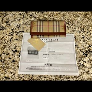 🔥Certified AUTHENTIC Burberry Novacheck Wallet🔥